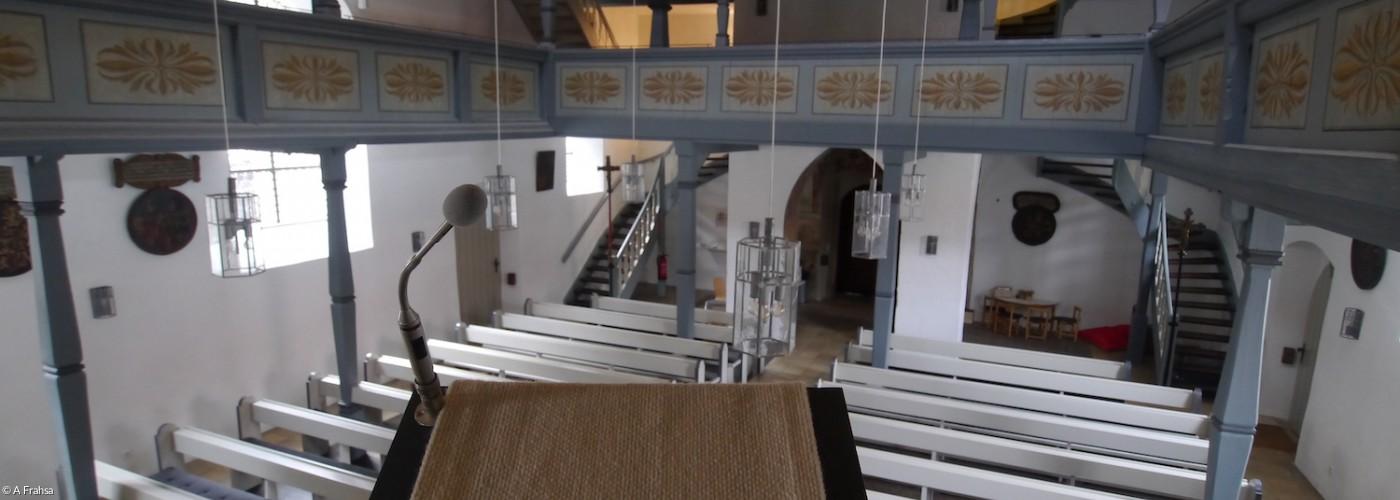Blick auf den sanierten Kirchenraum Eschenau von der Kanzel